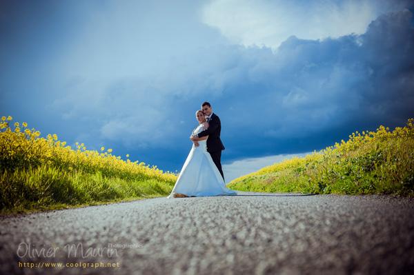 photo de couple dans le colza