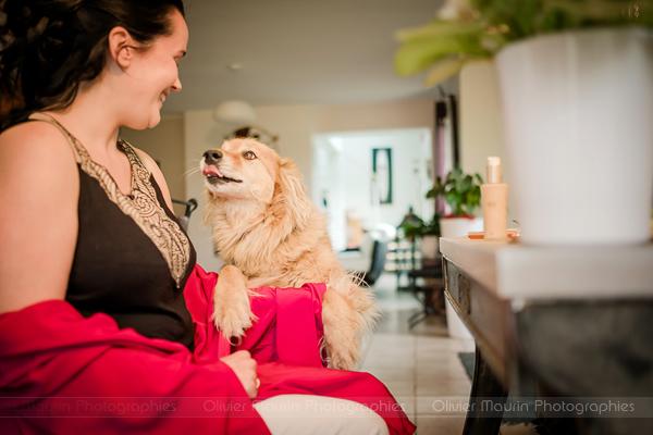 la mariée avec son chien