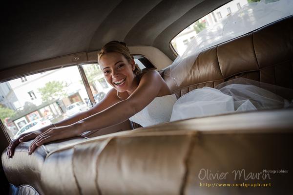 La mariée Vanessa dans la voiture