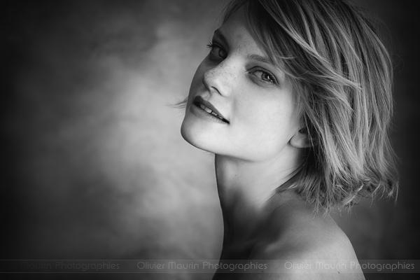 Portrait modèle en noir et blanc