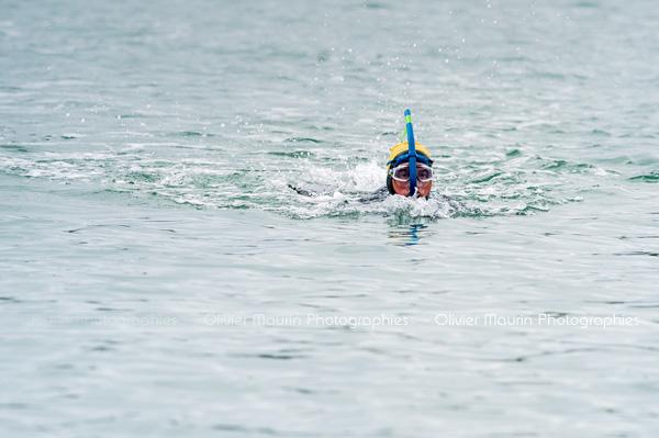 Départ de la course à la nage avec palmes