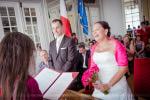 éclat de rire de la mariée à la mairie