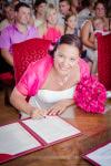 signature de la mariée à la mairie