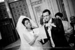 les mariés chantent à l'église