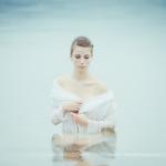 Séance photo portrait dans l'eau avec Louise