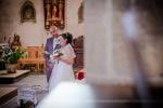 mariés pendant la cérémonie à l'église