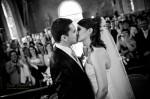 Le bisou du couple après la cérémonie
