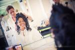 Préparatifs mariage la mariée chez le coiffeur