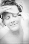 Préparatifs mariage la mariée au maquillage