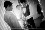 Préparatifs mariage habillage des mariés