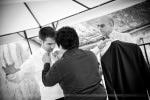 Préparatifs mariage habillage du marié