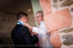 Préparatifs mariage habillage des témoins
