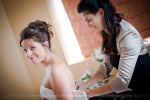 Préparatifs mariage habillage de la mariée